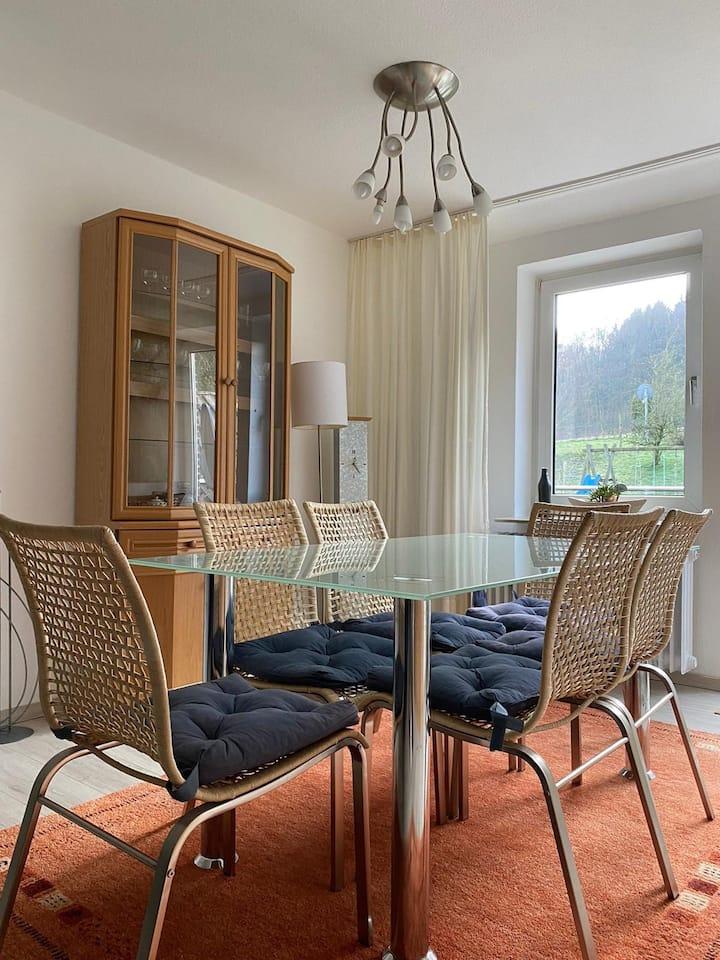 Gemütliche 4 Zi Küche Bad Balkon am Wald 7 Pers.