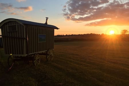 Shepherds Huts on the farm yet so close to Oxford. - Garsington - Hut