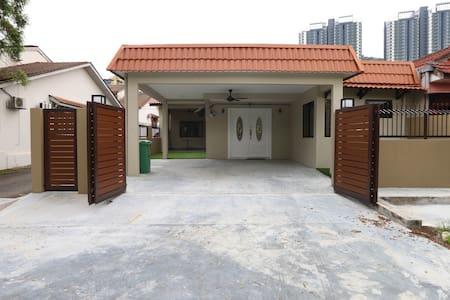 Kuala Lumpur Stay@ VH Home, KL city (max 8pax)