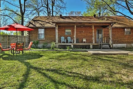 Welcoming 3BR Cabot Log Cabin on 1.25 Acres - Cabaña