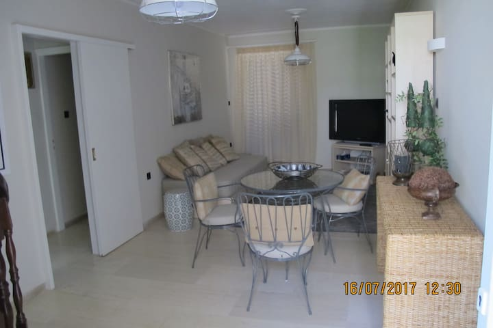 2-bedroom apt. with PRIVATE Roof Garden - Sea View