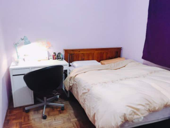Cozy Room at Ashfield