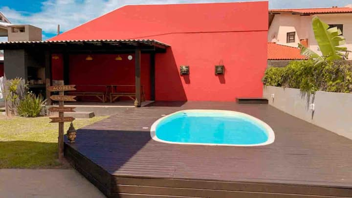 Apto com piscina a 50 mts do mar 2 dormitórios