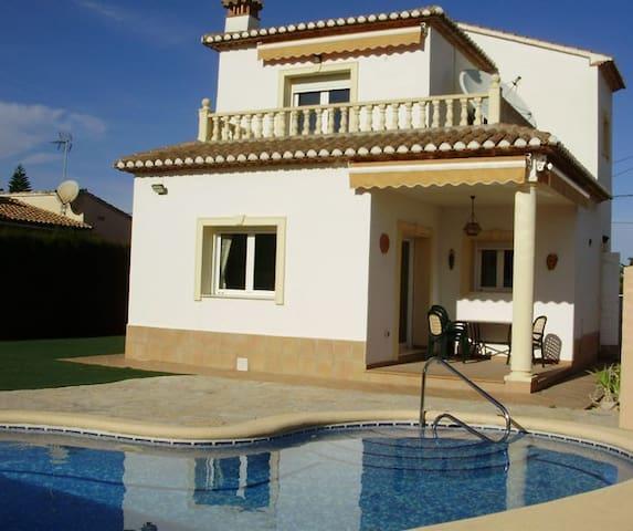 Villa mit Pool Strandnah - Alicante - House