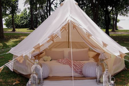 Glamping in Luxurious Bell Tent by the Sea - 싱가포르 - 텐트