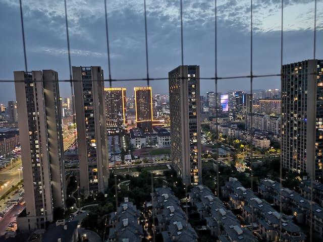 木室-杭州地铁站旁,夜景超美、交通便利、大沙发大客厅、咖啡茉莉绿茶随意喝—木室二楼房间