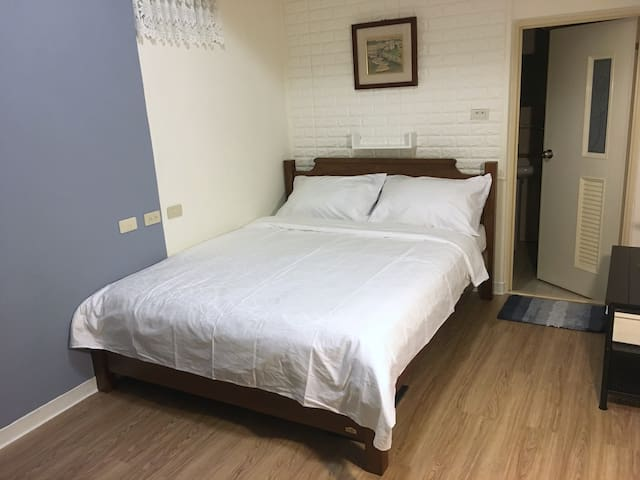 全新乾淨 舒適的實木雙人床
