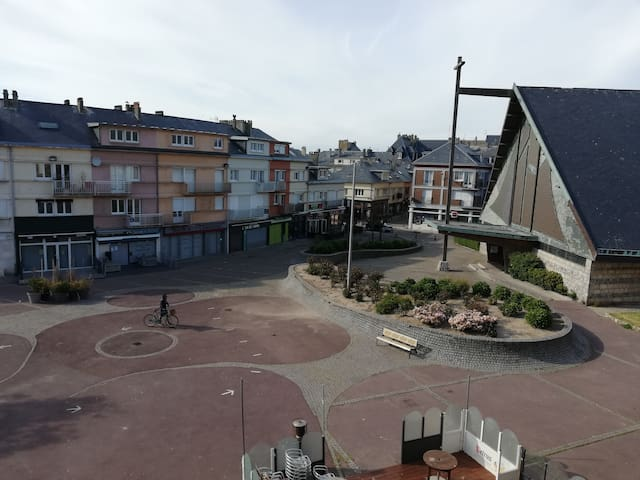 Plein centre ville à deux pas de la mer et du port