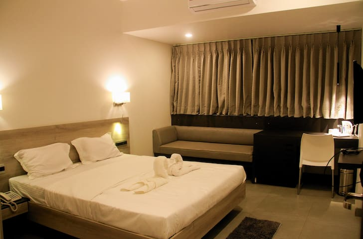 AC Suite Room 300 meters from the Railway station