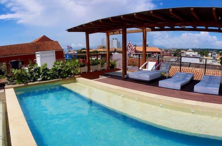 """Villa con Piscina """"LA CHIRIMOYA"""""""
