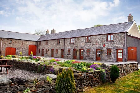 The Old Cowshed 4* Cottage with Stunning Views - Neath Port Talbot - Lain-lain