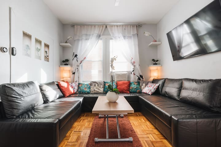 NYC HUB XL @ 900ft from subway; 30 min to Midtown