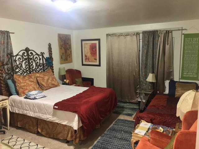 Happy Hippy Private Suite!7min->D'town & B'more