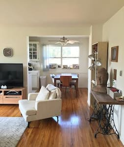 SUNNY AND BRIGHT - 800 sq ft 1brm - Santa Monica - Apartment
