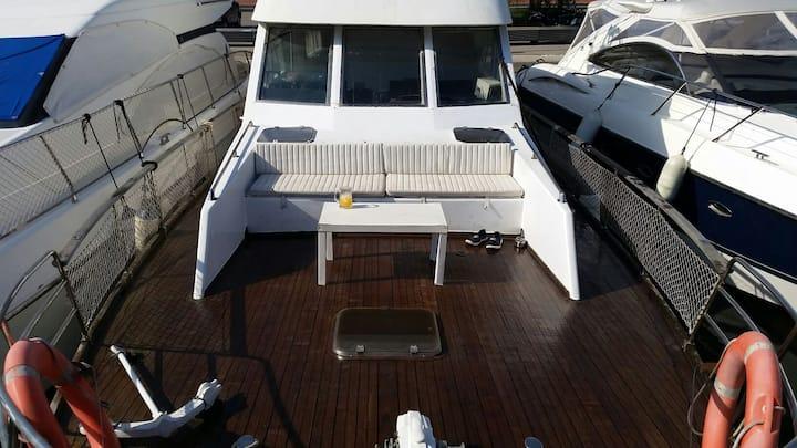 Twin cabin on 16 mtr boat.