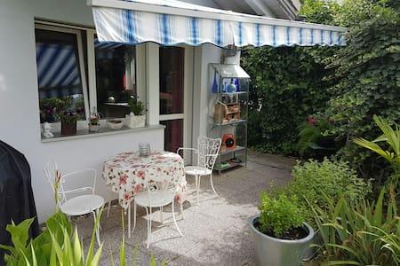 Gemütliche Wohnung mit Sitzplatz - Zizers