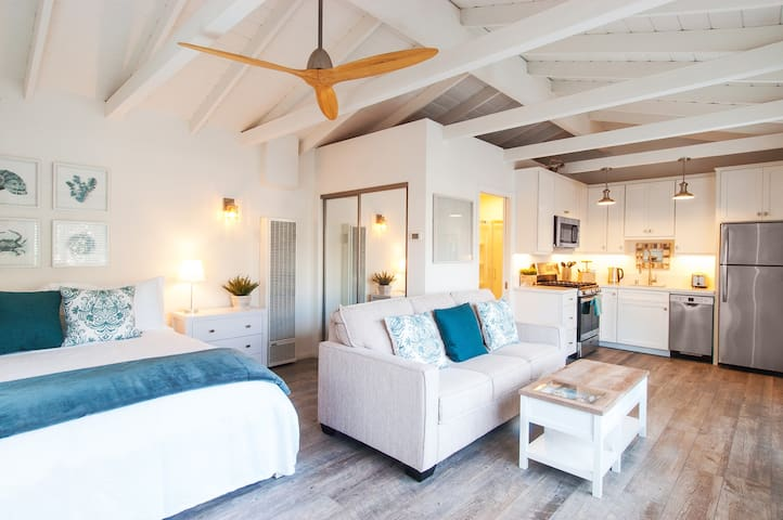 Driftwood Bungalow – Elegant, Private, 30-Day Min