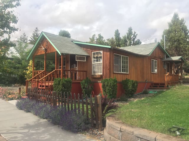 Maupin historic cabin right 'downtown' - Maupin - Бунгало