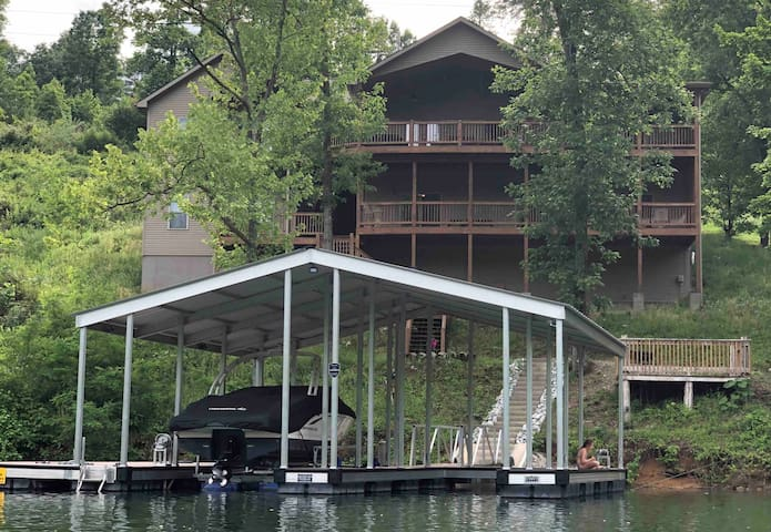 Norris Lake, TN 7BR w/Attached In-Law Suite & Dock