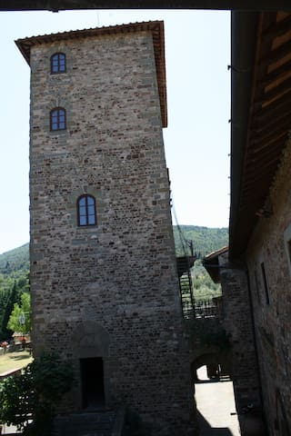 1st floor of the medieval tower of Mugnana Castle - Chiocchio - Hrad