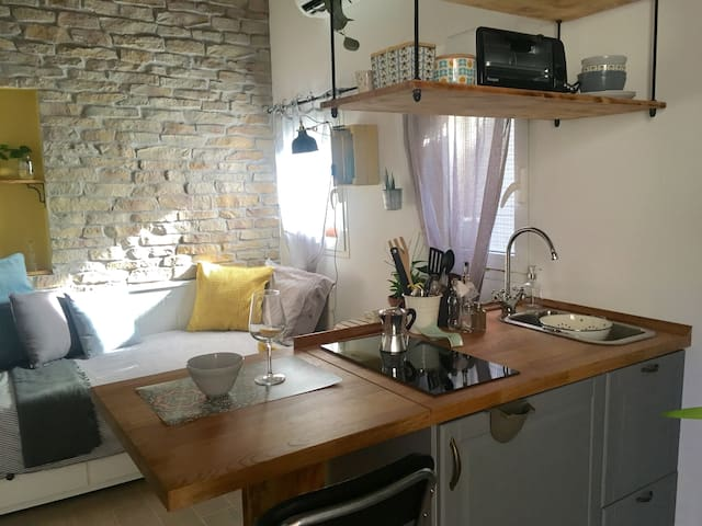 The old wash house - Indep apt for solo travelers