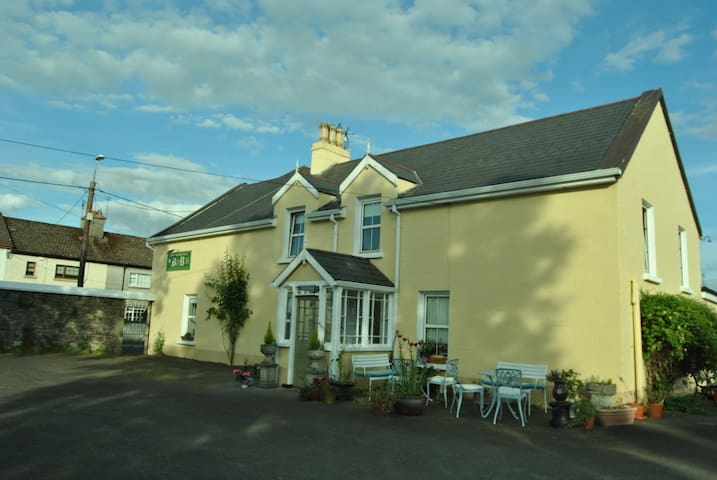 Williamsferry House B&B in Nenagh