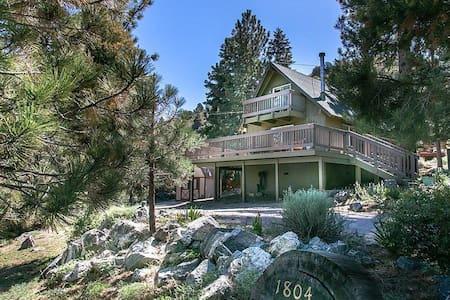 Woodpecker Pines Cabin - huge deck!