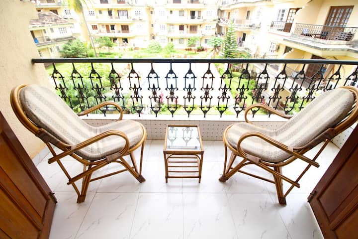 Cozy AC 2BHK with Shared Pool near Calangute Beach