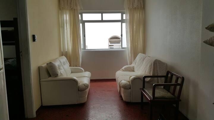 Apartamento Enseada 200 m da praia para 4 pessoas
