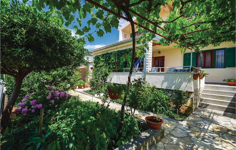 Holiday apartment with 3 bedrooms on 68m² in Sibenik