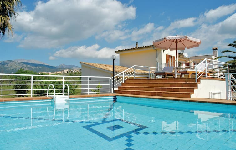 Holiday cottage with 4 bedrooms on 180m² in Campanet