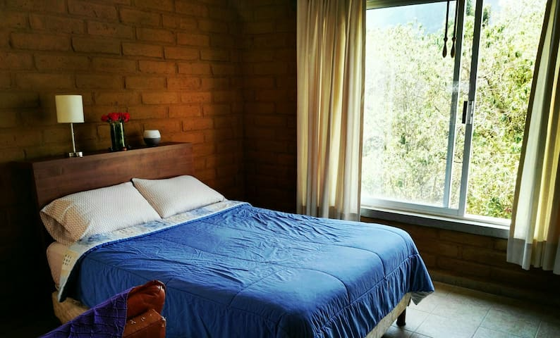 Cozy Bedroom for couples in private & quiet place - Tepoztlán - Rumah
