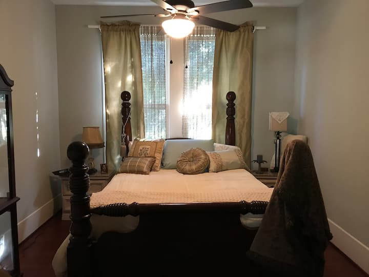 Charmer Private Bedrooms & private baths