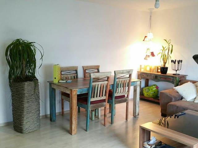Charmante Wohnung nähe Stuttgart - Leutenbach - Apartamento