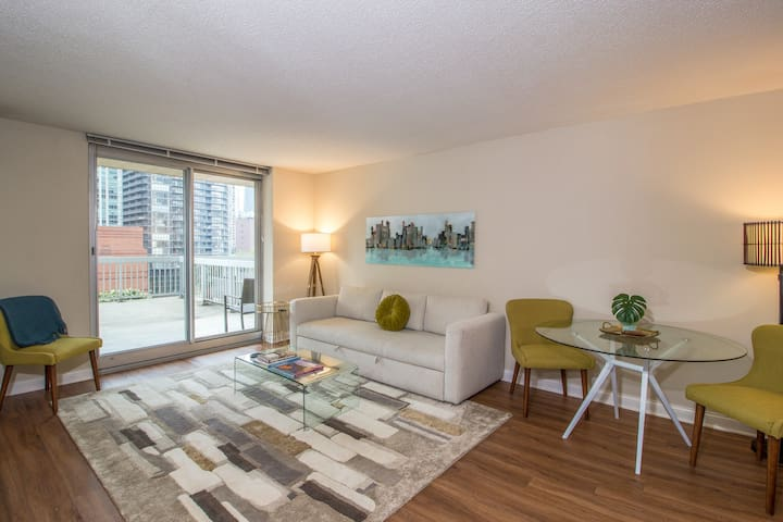 Superb downtown Grand Plaza suite w/ shared pool & game room, private balcony!