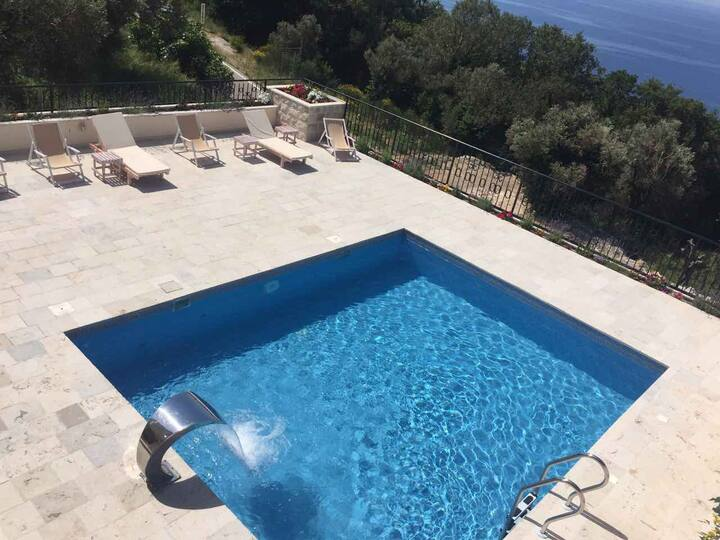 Sunny Villas - Three Bedroom Apartment with Pool B