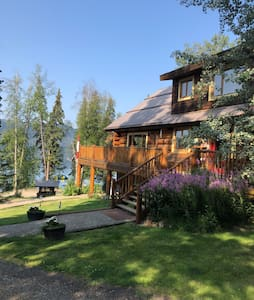 Lac des Roches Log Chalet in the Cariboo