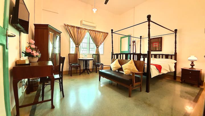 Deluxe Room in a Peranakan Villa (colonial-era)