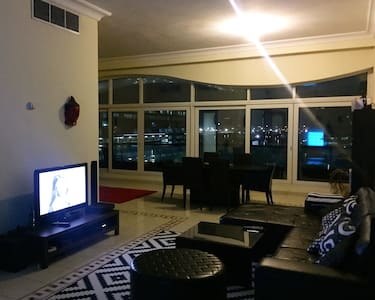 --Private Room in Penthouse Apartment-- - Abu Dhabi - Apartment