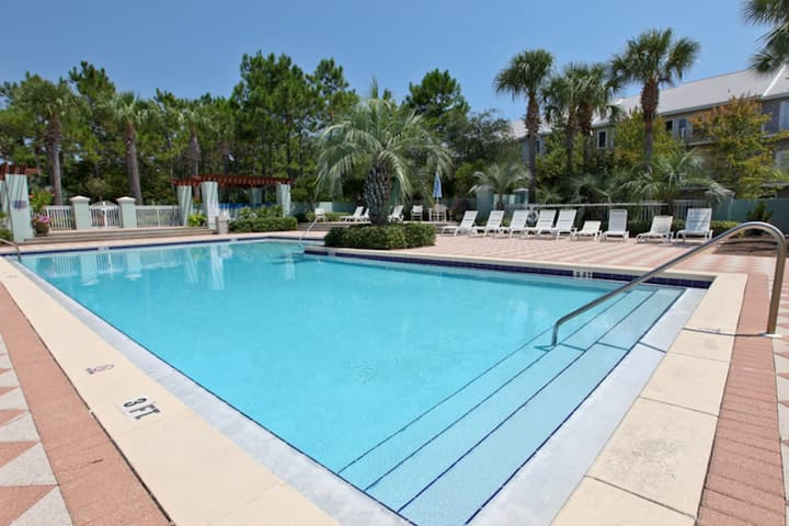 Airy oasis just steps form the beach w/ shared pool & tennis courts!
