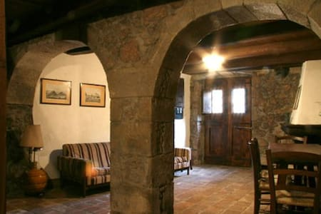 I Due Archi Casa storica Santulussurgiu centro