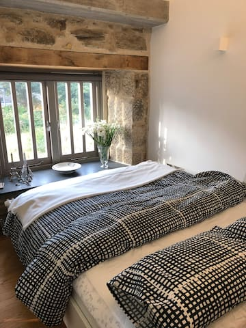 King size bed in Studio
