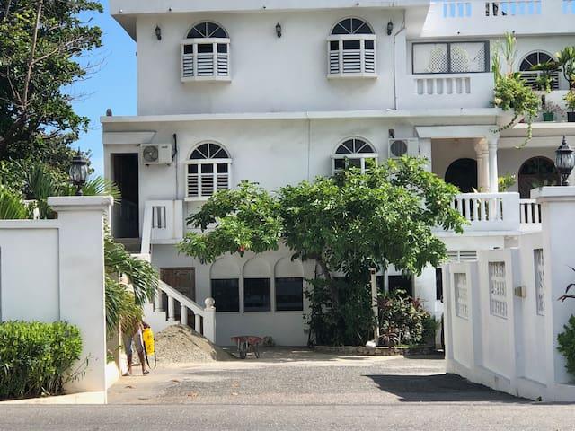 Callie's Beach House - Standard Queen Room - A