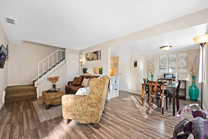 Great  DTC Townhome w/ 1 spot in garage