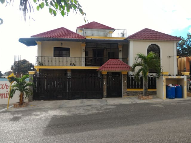Two Bed Room Next to Colinas Mall near monumento.