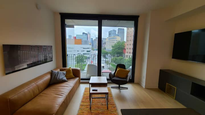 Beautiful, Modern Condo with a View!