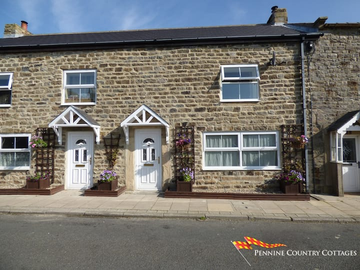 Low Chesters House - Traditional Stone Cottage