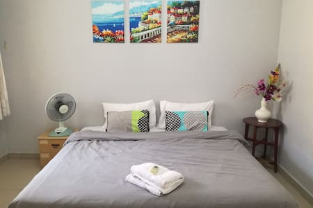 Private & cozy room near train station