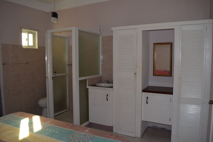 Airport View Apartments, Cozy Private Room, 1A