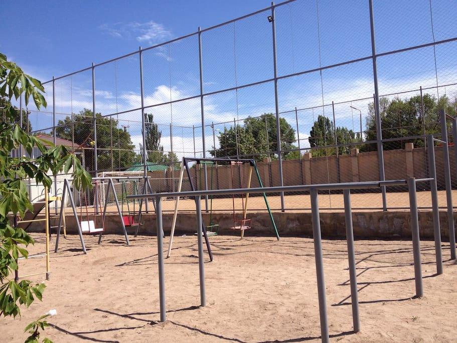 Спортивная площадка в коттеджном городке
